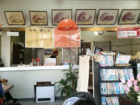 Tone-machi, Japon : 店内でイートインも可能、漫画もたくさんあります