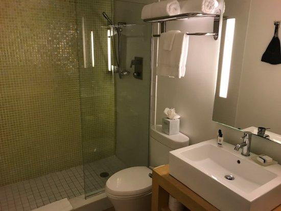 Bay Harbor Islands, FL: Nice bathroom