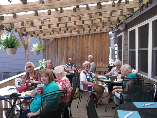 New Bedford, MA: Full service Patio dining