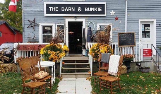 Fenelon Falls, แคนาดา: The Barn and Bunkie