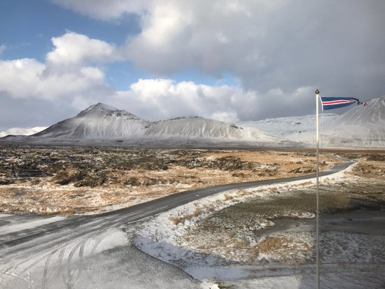 Budir, Islandia: It was a bit windy this day, but fabulous views.