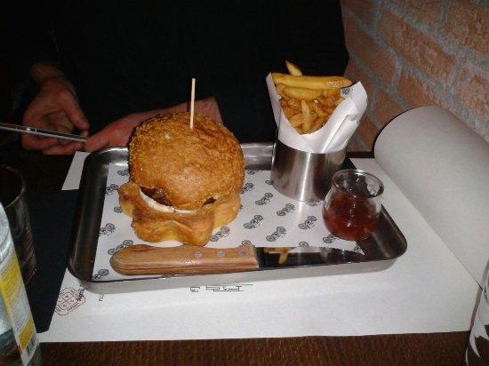 Martignacco, Italy: Hamburger saziante