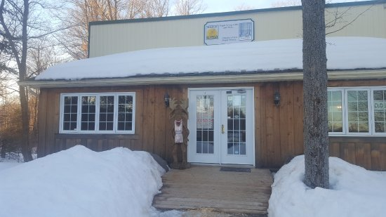 Haliburton, Canadá: Maple Moon Shadow Winery & La Luna Del Nordo Restaurant all under one roof
