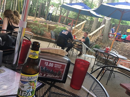 Wells Brothers Bar and Grill: Wells bros patio