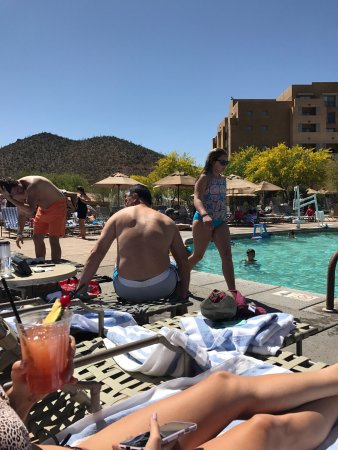 JW Marriott Tucson Starr Pass Resort & Spa: Not a single chair when busy so they try to get you $450(!) for a pool cabana.  This place plund