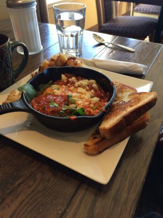 Promenade Cafe and Wine : Baked Mediterranean eggs