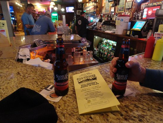 Townhouse Sports Grill: Cold beer on a brisk day