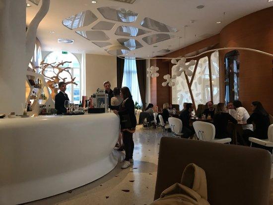 Boscolo Exedra Nice, Autograph Collection : Adoramos o hotel. Pessoal simpático, prestativo, ótimas acomodações, bem localizado e um Spa mui