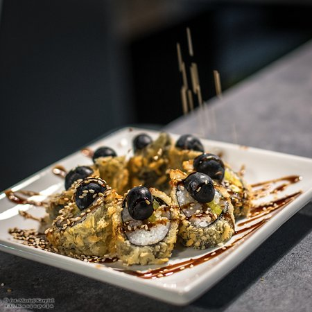 Nowy Sacz, Πολωνία: Tempura with olives and sesame