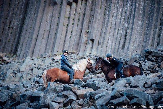 Fludir, Исландия: enjoying the beautiful horses and landscape :)