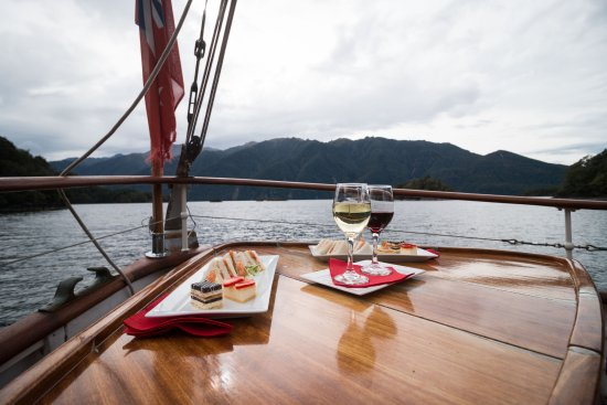 canape and wine picture of faith in fiordland te anau