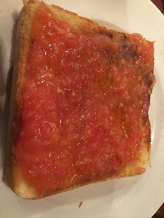 Bideluze: tomato tostada
