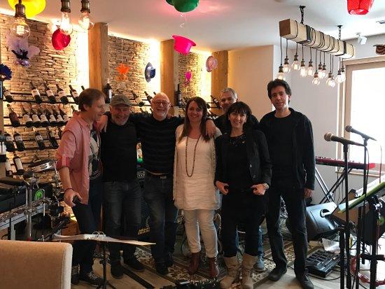 Champex, Suiza: Les soirées au mimi's lounge!