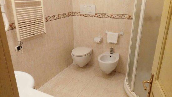Bagno In Camera Piccolo : Immobili a villa camera villa camera piccolo larciano mitula case