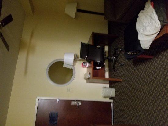 Comfort Suites Columbia Gateway: TA_IMG_20170415_190821_large.jpg