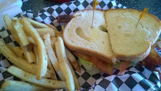 Leonard, Техас: Bacon not plentiful and undercooked.