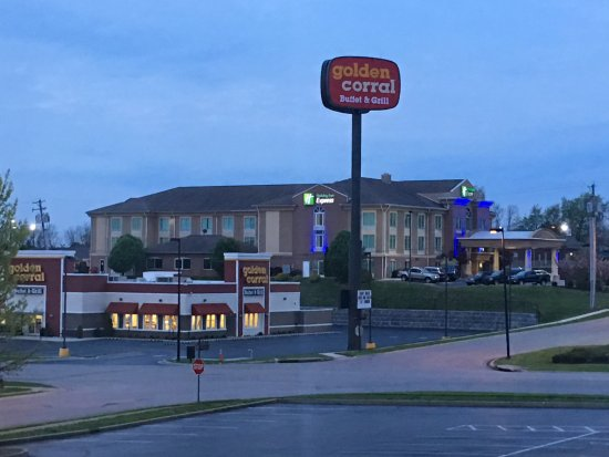 Richmond, KY: Golden Corral across 4 lane side street