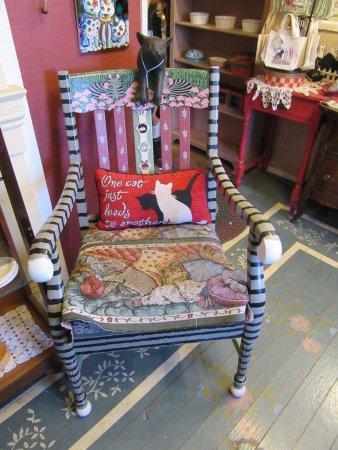 Smoky Mountain Cat House : Kitty chair