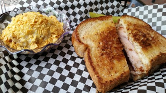 Sullivan, MO: Turkey Cranberry Grill with Hashbrown Casserole