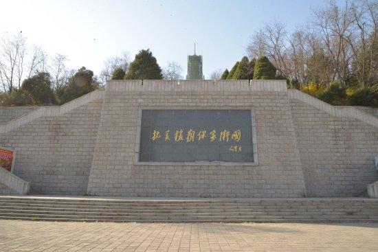 Korean War Memorial: 入り口はすごく綺麗です。両側の階段を登って入場するようです。
