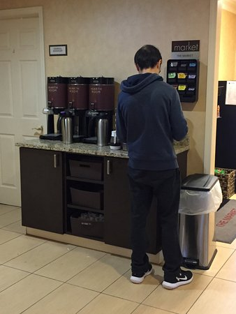 Vestal, NY: Cofffee area in lobby