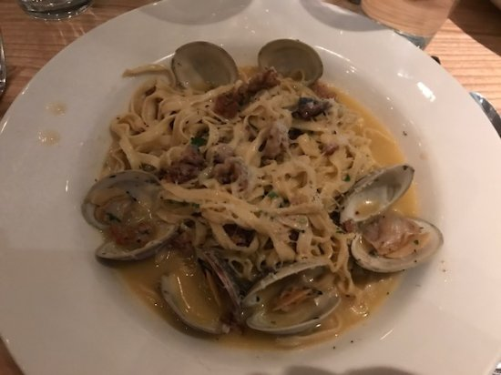 Linguini with fresh clams italian sausage picture of for Drift fish house