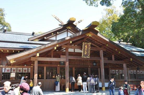 Sarutahiko Shrine : かなりにぎわっています