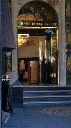 Grand Hotel Palace: hotel entrance