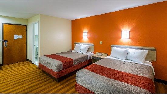 Motel 6 Urbana : Double Bed Guestroom