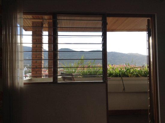 San Rafael de Escazu, Коста-Рика: This was my view from my bed! The balcony is right out that door!