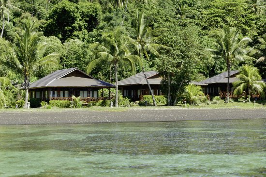 Kungkungan Bay Resort: great house reef only a few step from your room