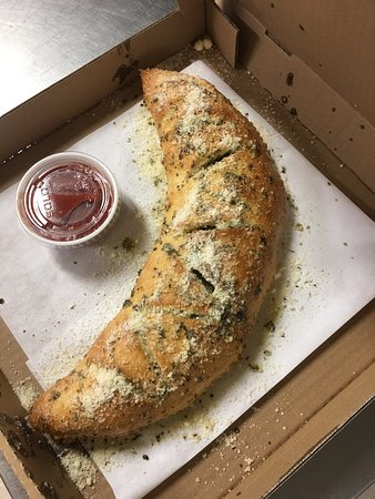 """Bunnell, FL: Calzones, Chef Salads, Pepperoni Rolls and Stromboli's. 24"""" Pizza 16"""" Pizza 8""""Pizza. Baked Ziti"""