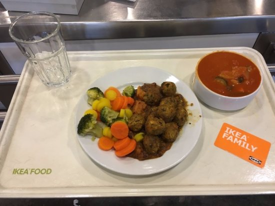IKEA Restaurant: meat balls with vegetables and lentils soup