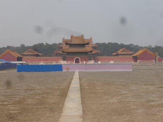 Yi County, Kina: 昌陵外観(2017年3月現在、現在入れず)
