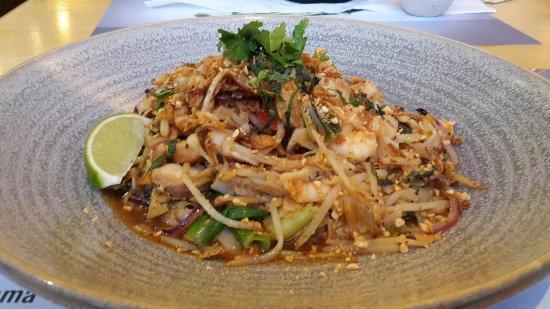 Chicken And Prawn Pad Thai Picture Of Wagamama London Tripadvisor