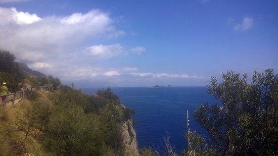 Punta Campanella Resort & Spa: Il sentiero che dalla spiaggia conduce sulla costa è bellissimo