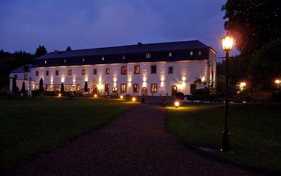 Hostellerie Le Prieure de Conques - Chateaux et Hotels Collection: Vue de nuit du Prieuré