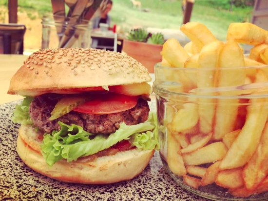 Plazac, France: Cheeseburger