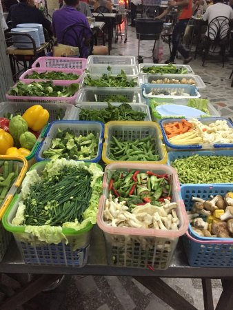 Muang Thong Restaurant : Outside kitchen. Clean. Lots of veggies