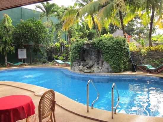 Dolce Vita: very well kept pool