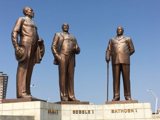 The No. 1 Ladies Detective Agency Tours : The Three Digkosi Monument