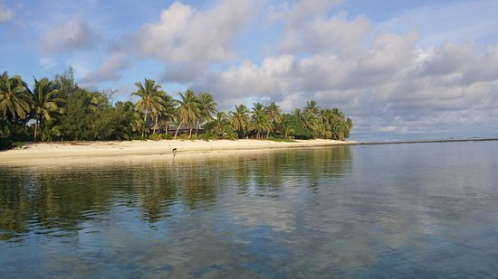 Titikaveka, Cook Islands: Photos March 2017, taken directly in front of Bella beach bungalows. Lovely place