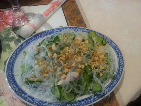 """Saint Die des Vosges, Франция: ENTREE: Salade """"spéciale"""" de la maman de Meng. Un régal !"""