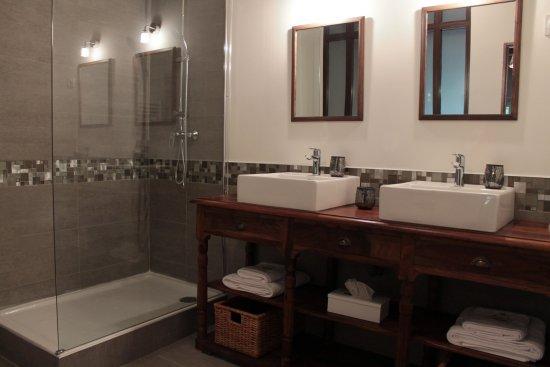 Saint-Andiol, Francia: Salle de bain Feniere