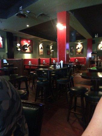 Bullys Bar & Grill