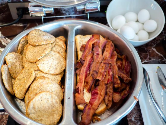 Burlingame, CA: Part of the delicious breakfast selection available at the lounge.