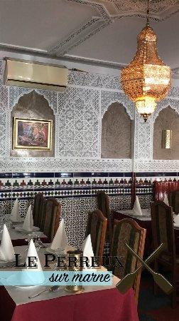 restaurant la table marocaine dans neuilly plaisance avec cuisine m diterran enne. Black Bedroom Furniture Sets. Home Design Ideas