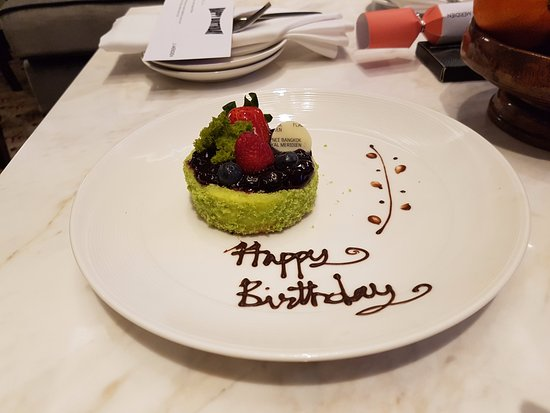 Plaza Athenee Bangkok, A Royal Meridien Hotel: Cheesecake with compliments of the hotel