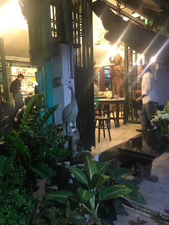 Cafe ice Residences: Lieu privilégié à Bkk, on se croit chez des amis : deco, accueil tout est est personnalisé merci