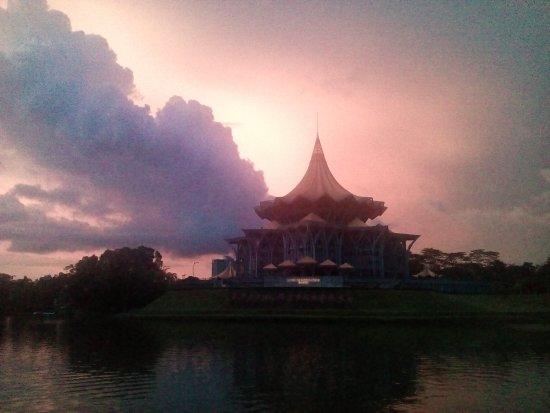 Kuching Esplanade: IMG_20170415_184834_large.jpg